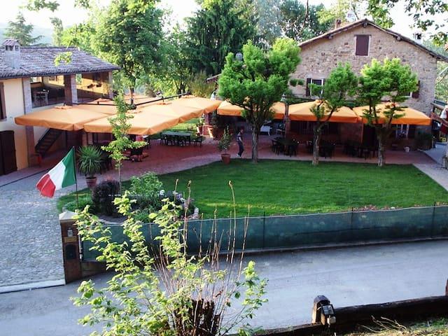 B&B Corte ca' Bosco -paradiso sui colli bolognesi - Castello di Serravalle - Inap sarapan