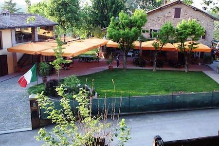 B&B Corte ca' Bosco -paradiso sui colli bolognesi - Castello di Serravalle - Bed & Breakfast