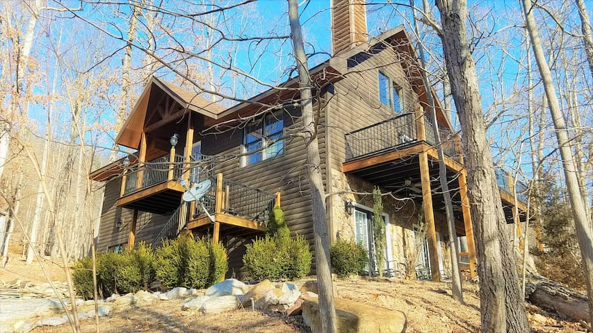 Blue Pine Lodge  - What a Mountain Cabin Should Be