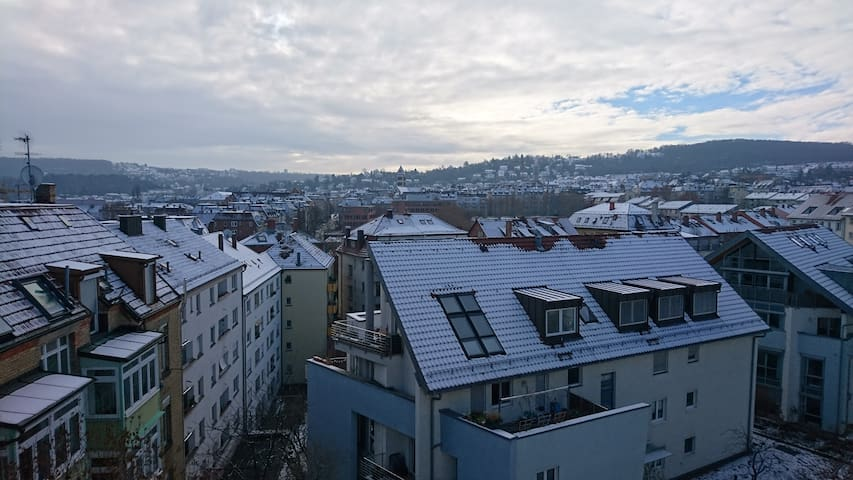 Stuttgart West    Helle Wohnung mit Ausblick für 2