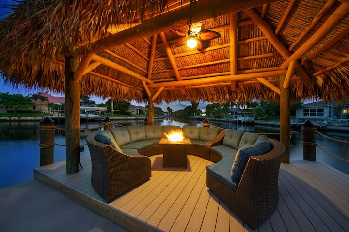 Perfect Paradise Retreat poolside/canal side views