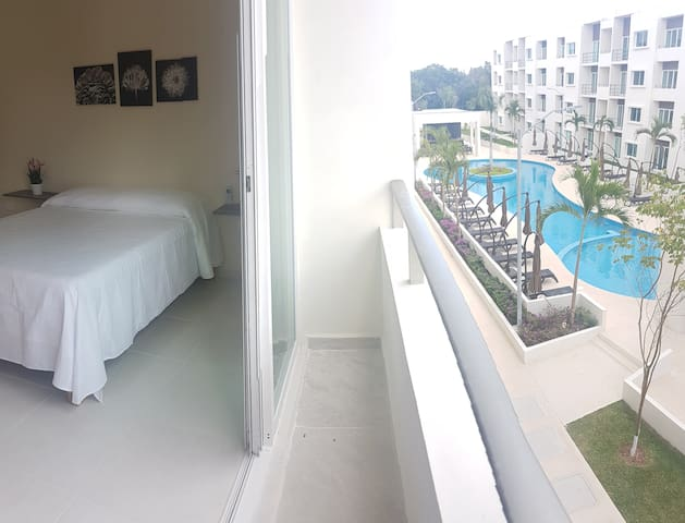 2 BDRM PRIVATE CONDO W/AC,POOL, SECURITY 24HRS