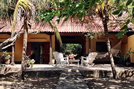 Casa Kaya - Beachfront House in Poneloya!