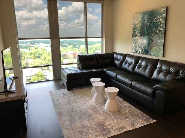 Lux High Rise Apt w/Great View In Tysons by Metro