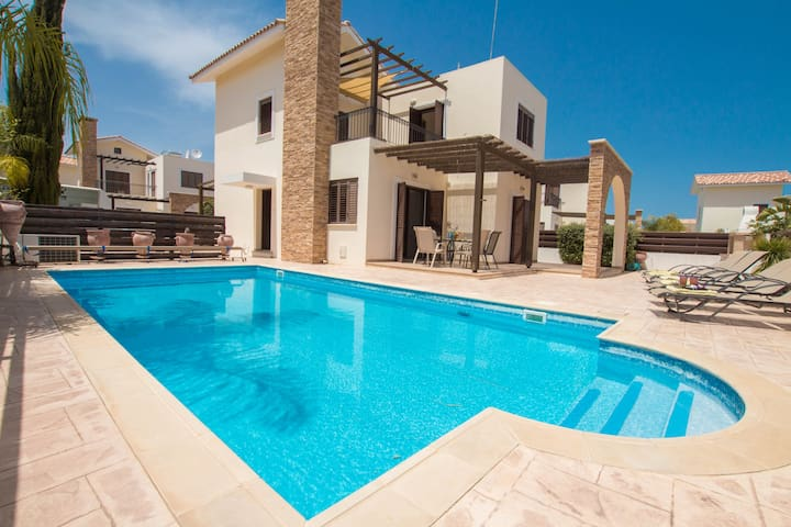 3 Bedroom Villa with Big Pool Near Ayia Napa - Paralimni - Villa