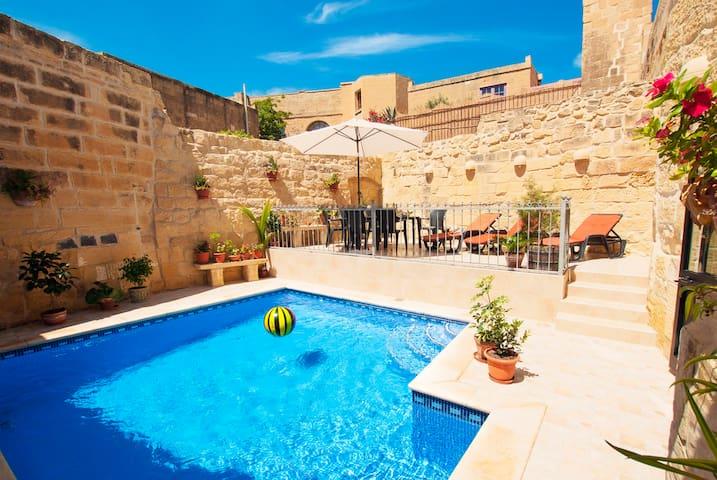 Charming Gozo farmhouse with private pool - L-Għarb - Rumah