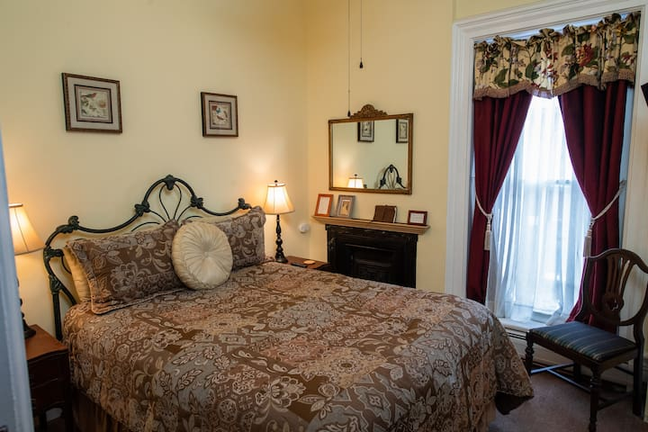 Nanny's Room - Spencer House Bed & Breakfast