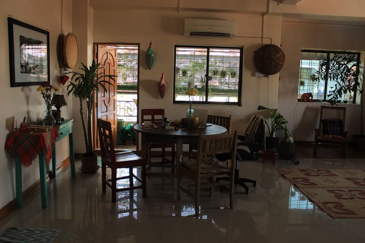 Bright, Peaceful Apartment in Heart of Downtown - Yangon - Appartement