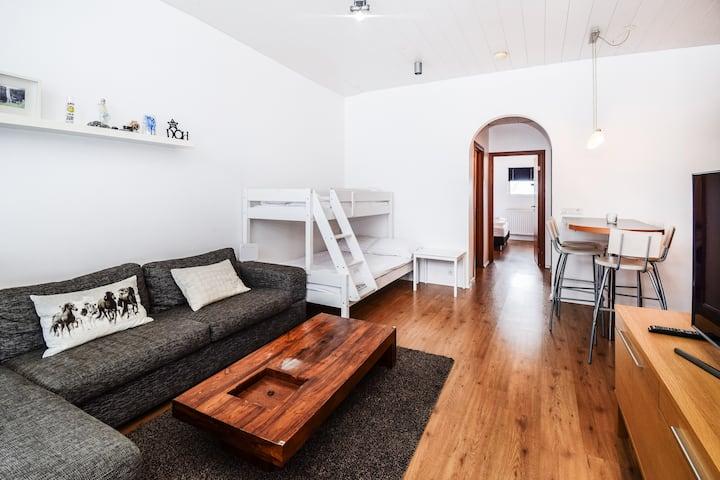 * Comfy & Warm Apartment*