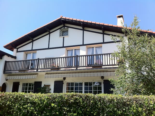 1er étage d'une villa basque à Bidart - Bidart - Villa