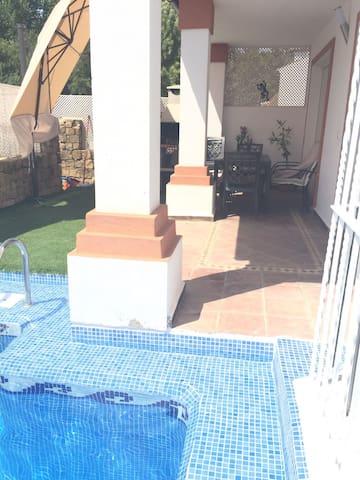 piscina junto a porche