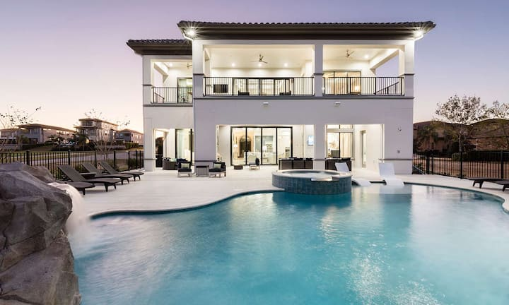 Deluxe 8 Bdrm Mansion with Swim up Bar and Pool Slide at Reunion