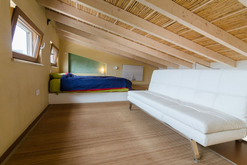Upstairs loft.stunning views and big comfy bed