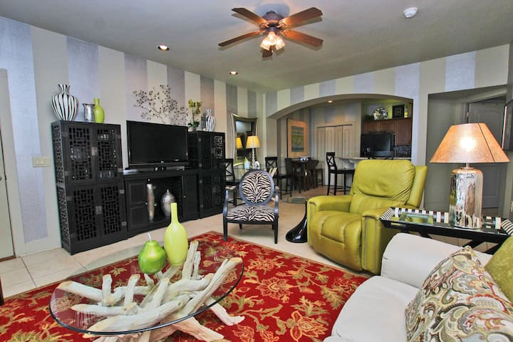 One Club 2415 - Beautifully Updated 2BR/2BA Steps Away from the Golf Course!