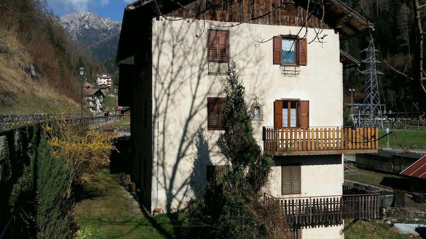 App.to ristrutturato in vecchio Casone di montagna - Tonadico - Appartement