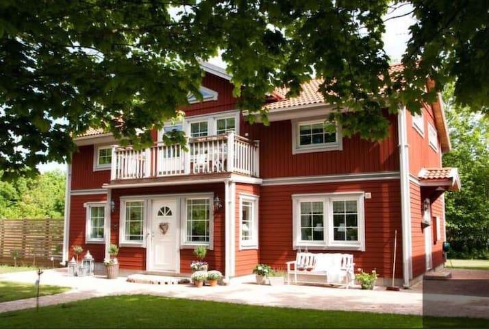 Fantastisk villa med pool uthyres på Öland!