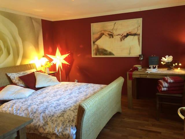 Schönes Zimmer mit Doppelbett - Birstein - Penzion (B&B)