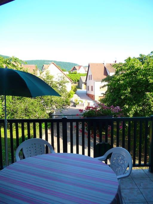 La terrasse, idéale pour déguster un verre de vin d'Alsace !