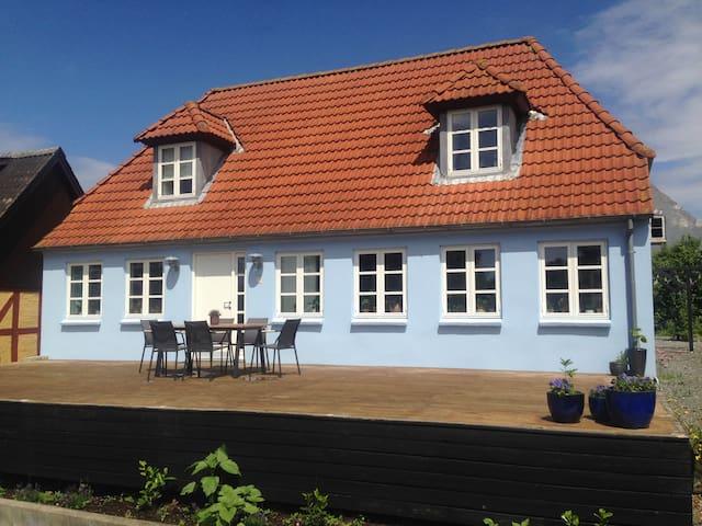 Hyggeligt bondehus i hjertet af Thurø By