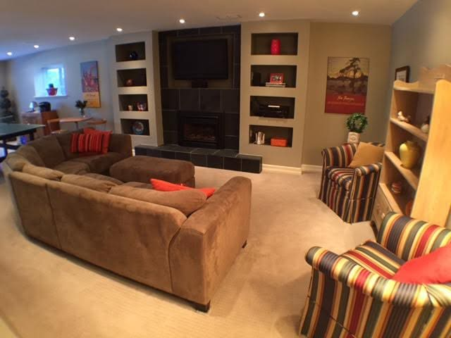 large, private living room with gas fireplace, TV, Netflix & WiFi