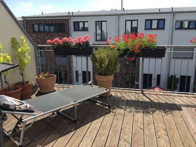 Townhouse for 6 in F'hain - Berlino - Casa