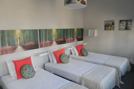 GuestHouse Antero de Quental - Triple Bedroom - Porto - Bed & Breakfast