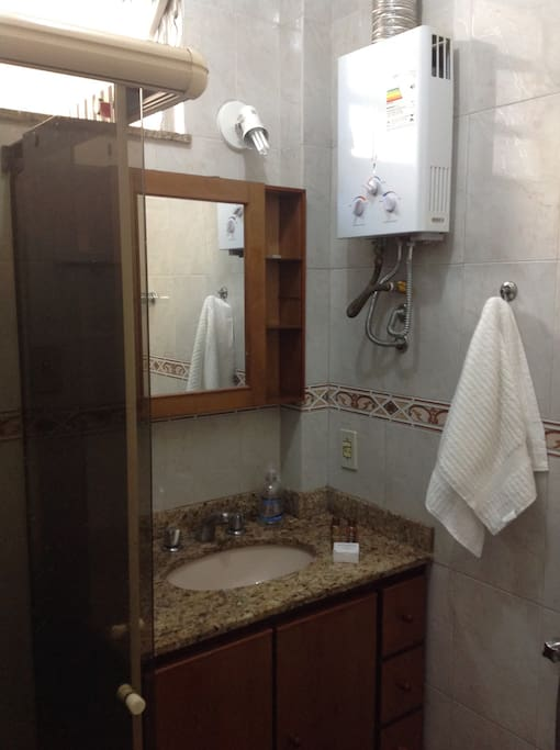 Main bathroom with blindex and water heater