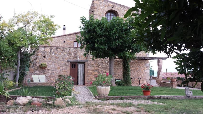 Casa rústica, jardín y vistas (Can Damus) - terrades - House