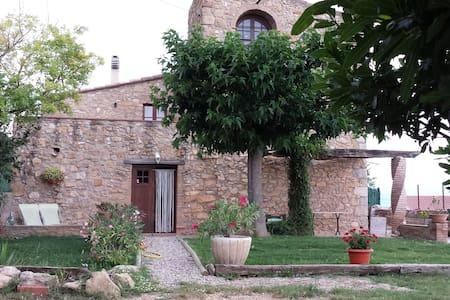 Casa rústica, jardín y vistas (Can Damus) - terrades - Дом