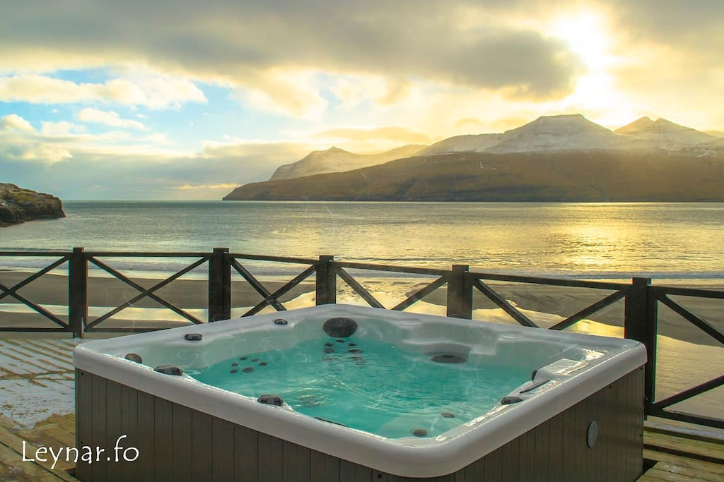 Outdoor hot tub (Jacuzzi) on the terrace, with beautiful ocean view.