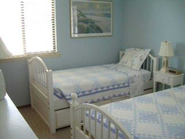 2nd Bedroom with twin beds and trundle - sleeps 3 easily