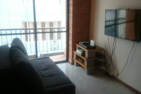 Habitación en amplio apartamento! - Lakás