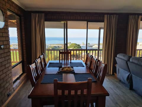 Glenayr Holiday House WIFI, Netflix, 180° seaviews