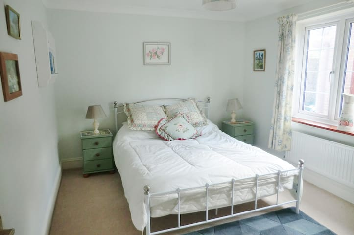Pretty double room in quiet village - Blandford Forum - Penzion (B&B)