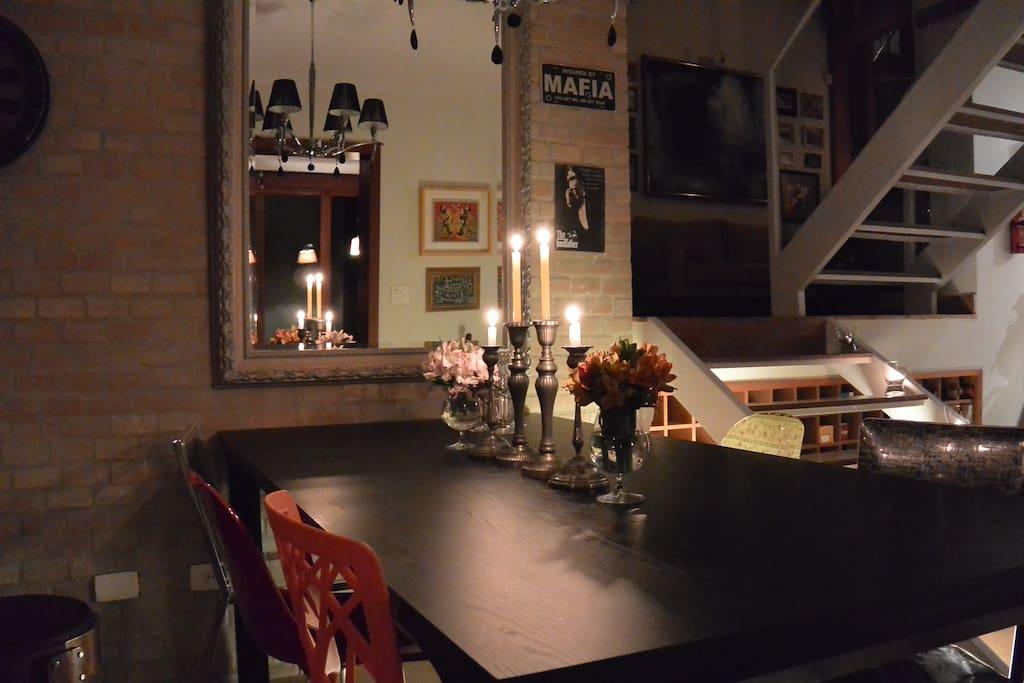 Sala de jantar com adega natural climatizada