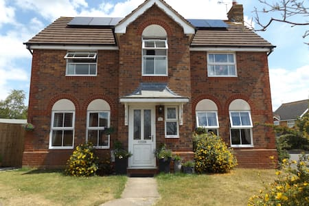 Double Room in Quiet Family Home, Nr Silverstone - Brackley - 단독주택