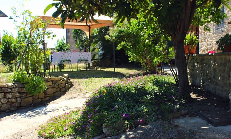 Family Home, 4 bed 3 bath gardens, - Castiglion Fiorentino - Rumah