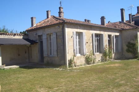 West Wing of an elegant townhouse - Châteauneuf-sur-Charente - 獨棟