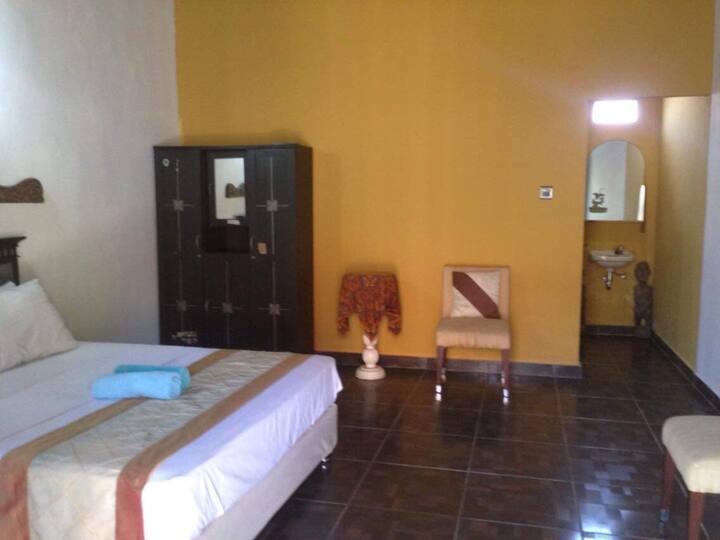 Huge room in a quite place in Uluwatu