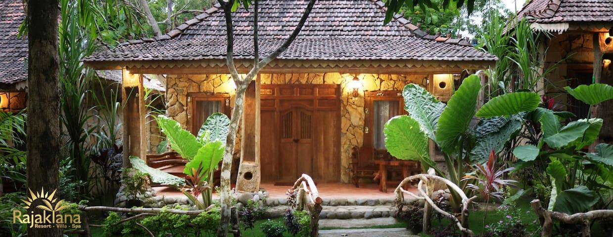 Javanese wooden villa breakfast