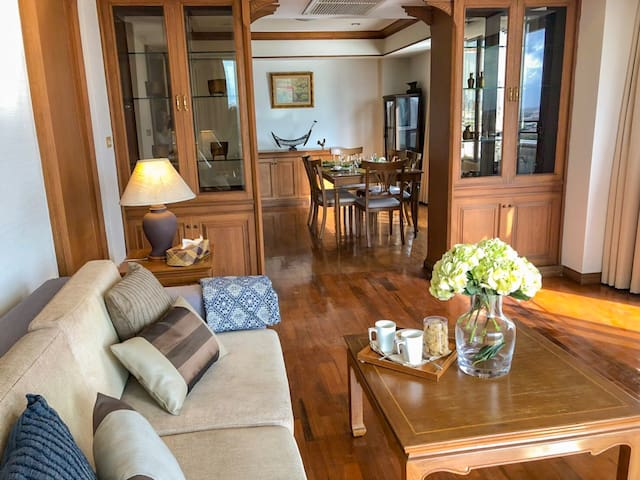 Riverside Apartment with Grand Palace View