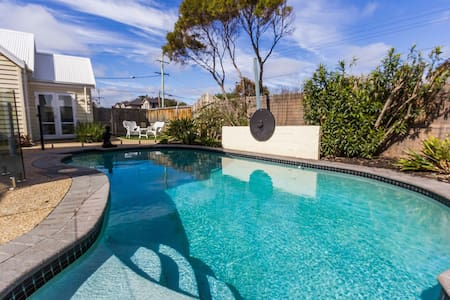 Seasidespa Retreat Pool View Apartment - Aspendale - Aparthotel