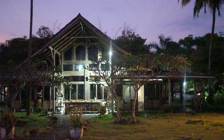 Sealevel Beach Villa: 4 Bedroom - Sukabumi - Villa
