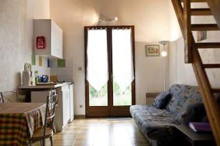 Rouge Gorge,  Nieudegat Gites, Simeyrols, Dordogne - Simeyrols