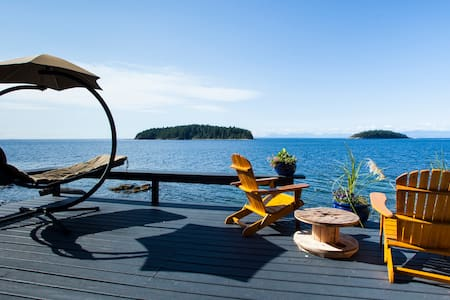 Private suite steps from beach - Sechelt