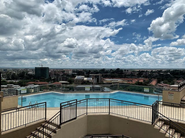2B/R apartment with rooftop pool & koroga/BBQ Area