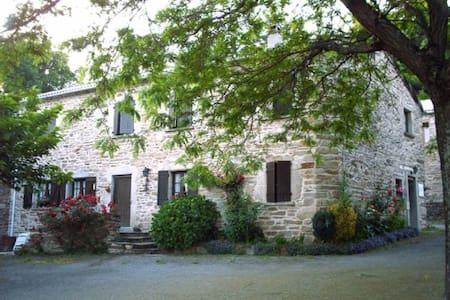 Maison proche des lacs et gorges - Prémian - Rumah