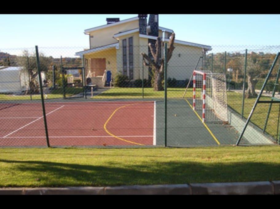 Vu des appartements sur la quinta et le terrain de tennis / vistas dos Apartamentos  para a quinta e para o campo de ténis