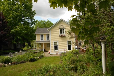Riverfront Farmhouse - Litchfield - House