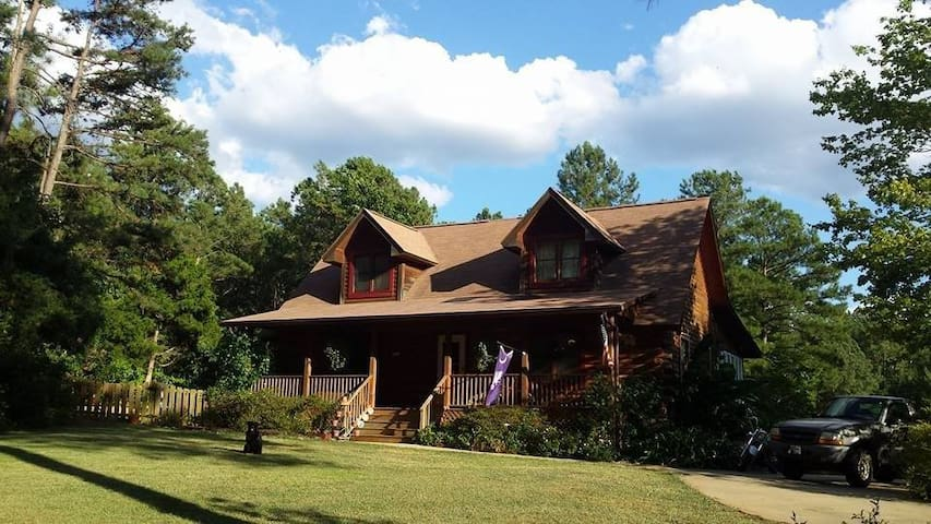 Log Home 20 mi/30 min from Columbia & Fort Jackson